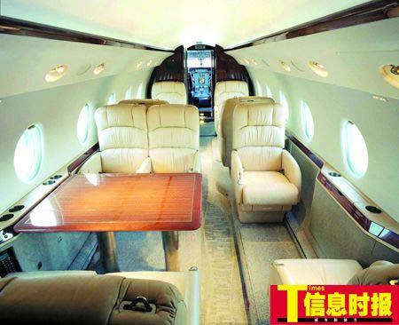 飞机上可以容纳的最大旅客座位数为10个